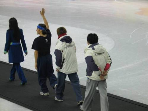 apolo-walking-to-medals-stand.jpg